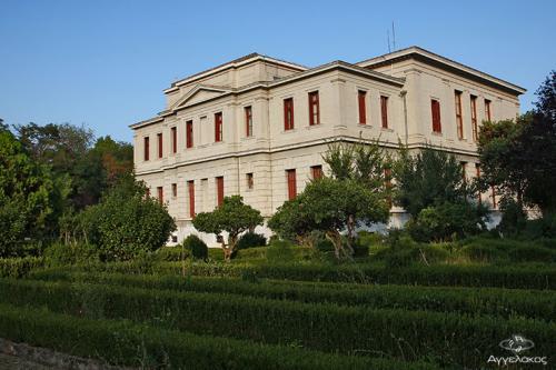 Ο κήποςτου Δικαστικού Μεγάρου (άποψη από την Οδό Εθν. Αντίστασης)