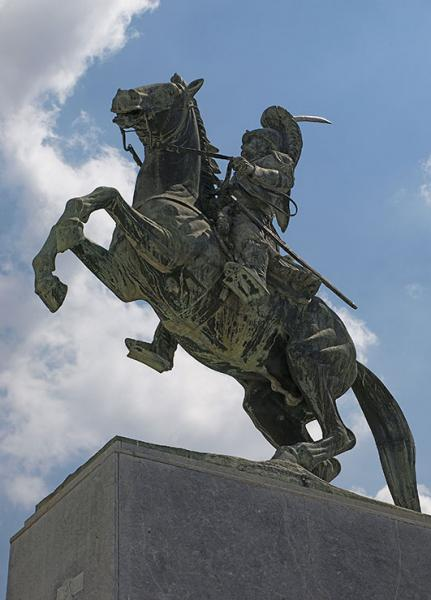 το άγαλμα του Θεόδωρου Κολοκοτρώνη στην πλατεία Άρεως
